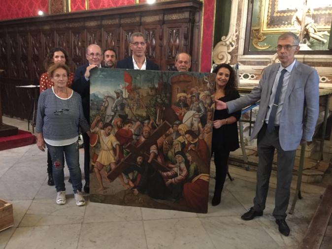 La restauratrice Maria-Teresa Donetti (à gauche) et son équipe, et la municipalité bastiaise ont présenté l'oeuvre restaurée.