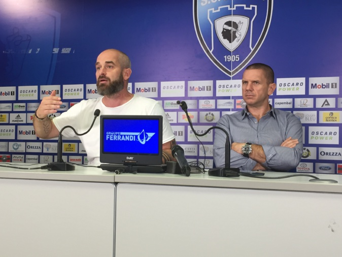Mathieu Chabert, à gauche, aux cotés du président Claude Ferrandi, a livré ses premières impressions sur le club mercredi matin.