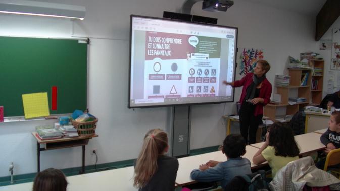 Les élèves ont été très attentifs aux explications des bénévoles de Prévention MAIF