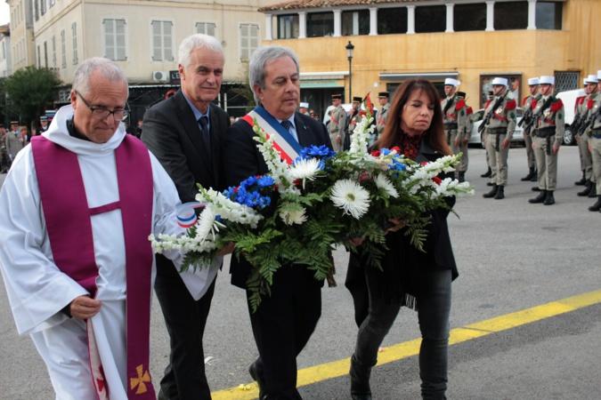 11-Novembre : A Calvi, messe, cérémonie au monument aux morts et dépôt de gerbe  en mer