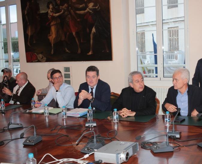 François Ravier, préfet de Haute-Corse entouré du Maire de Calvi Ange Santini, du sous-préfet Florent Farge et du 1er adjoint au Maire Jean-Louis Delpoux