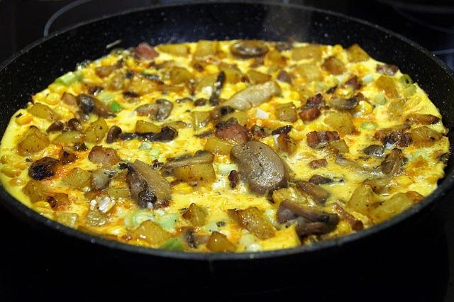 A Table : Omelette au figatellu, tome corse et champignons