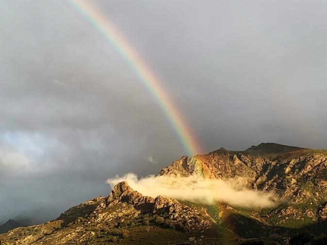 Arc-en-ciel entre deux averses à Calenzana (Philippe Trouvat)