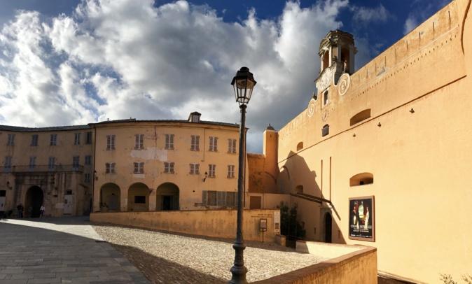 La photo du jour : la façade, ensoleillée, du Palais des Gouverneurs de Bastia