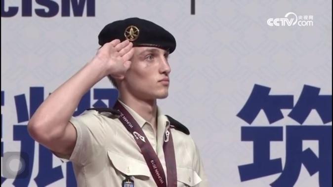 La médaille d'or pour le soldat Enzo Grau