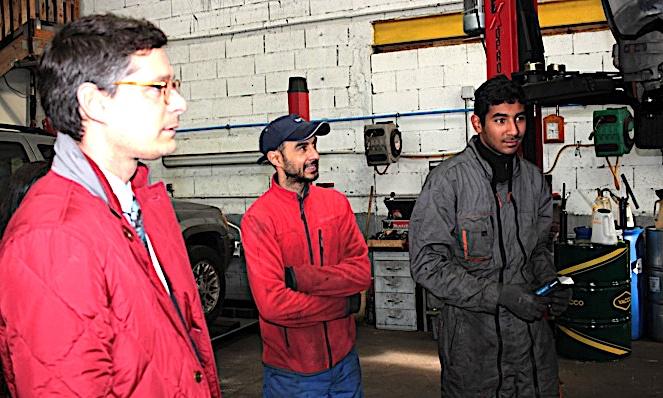 Florent Farge à la rencontre des employés du garage solidaire