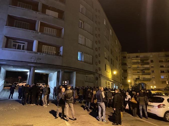 Bastia : Une centaine de personnes devant le commissariat pour soutenir les 11 jeunes interpellés