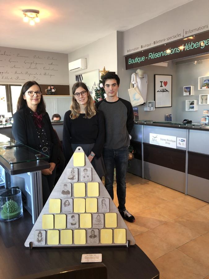 """La création  d'Emma Saviard, une des lauréates de """"Design moi un sapin"""" exposée à l'OTI de Calvi"""