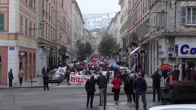 1000 personnes selon la police, beaucoup plus selon les syndicats, ont défilé dans les rues de Bastia mardi matin.