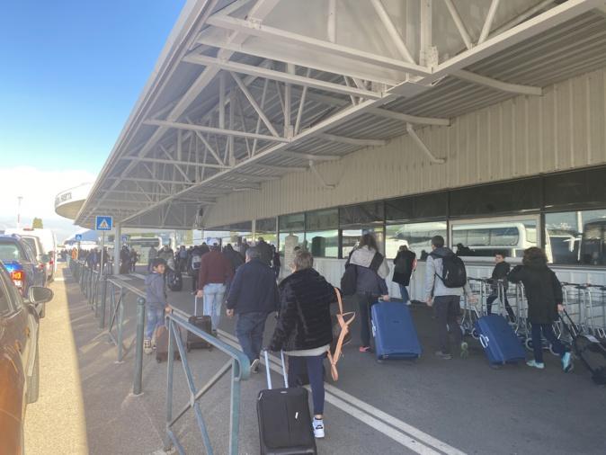 La compagnie aérienne Air Corsica attendait plus de 11 800 passagers pour pallier l'annulation des vols du week-end.