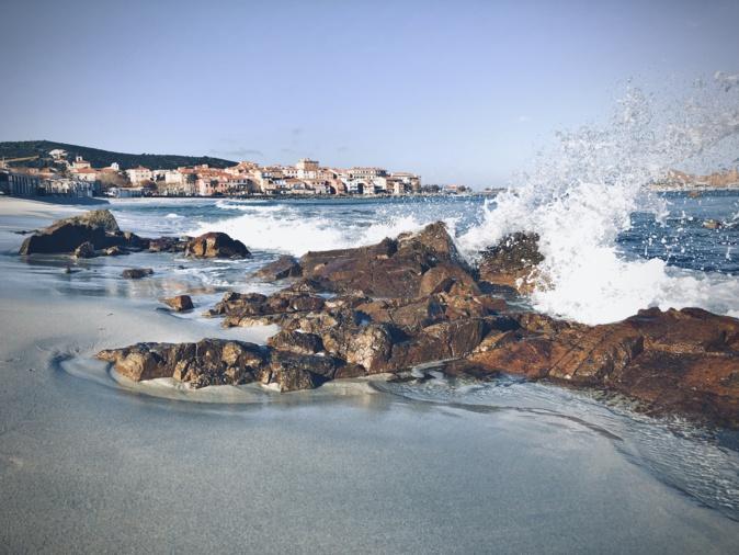 L'Ile-Rousse battue par les flots (Photo Jean-Guy)