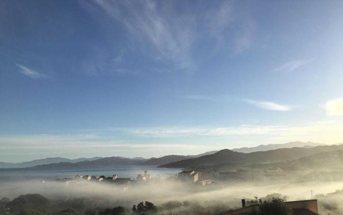 L'Ile-Rousse dans la brume (Joséphine Lemaire)