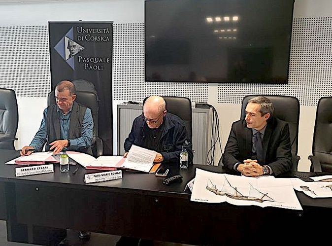 Bernard Cesari et le président de l'université de Corse Paul-Marie Romani entérinent la convention (https://www.facebook.com/univcorse/photos/)