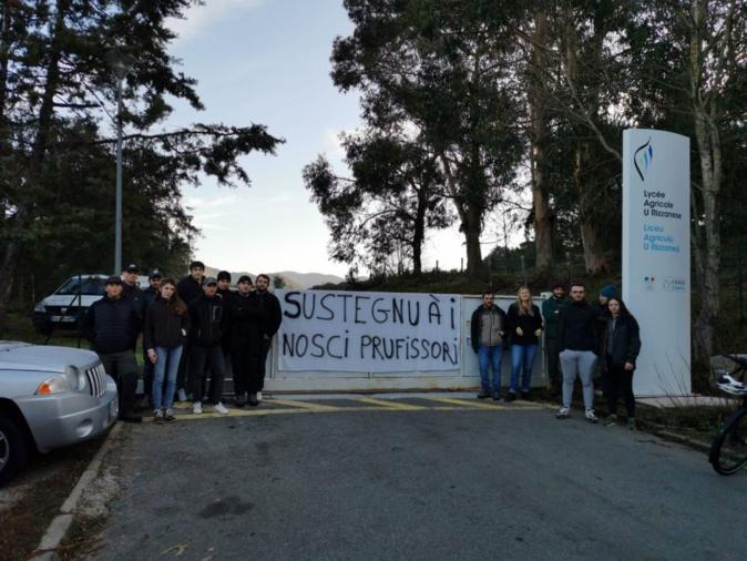Les élèves des lycées agricoles de Sartène et Borgo bloquent leurs établissements ce mardi 14 janvier.
