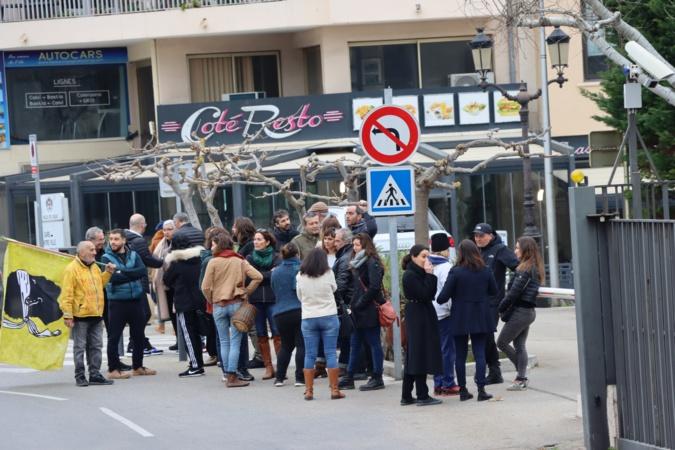 Rassemblement contre la réforme des retraites devant la sous-préfecture de Calvi