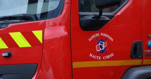 Collision et une voiture sur le toit à San Giuliano : un blessé léger
