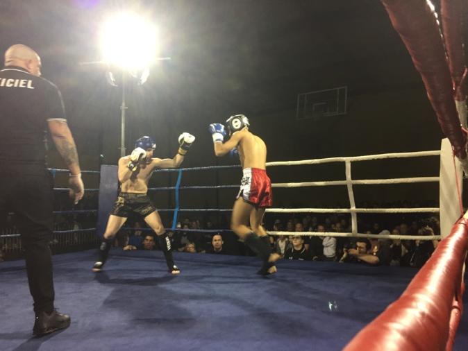 Alex Vasta (à gauche), pensionnaire du KBC Lucciana, vainqueur par KO de son adversaire d'un soir