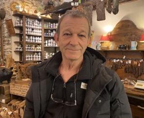 Antoine, 68 ans, commerçant de la rue César Campinchi.