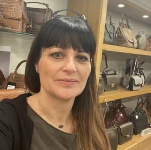 Vava, 50 ans, vendeuse en maroquinerie dans le centre ville de Bastia.