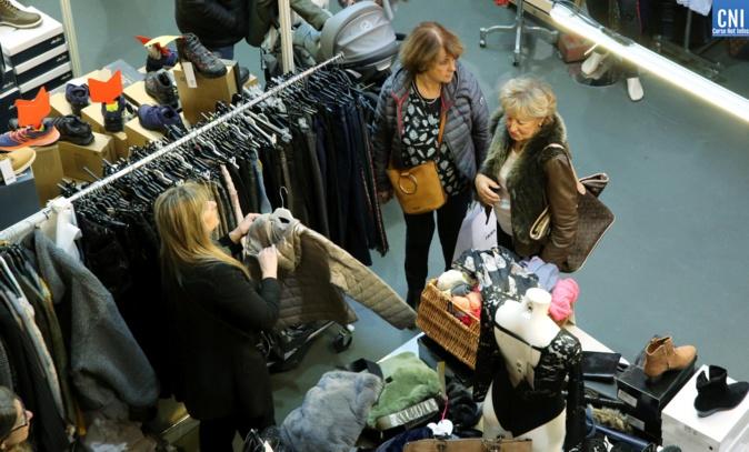 Journées de l'habillement: la grande braderie d'Ajaccio envahit le palais des congrès
