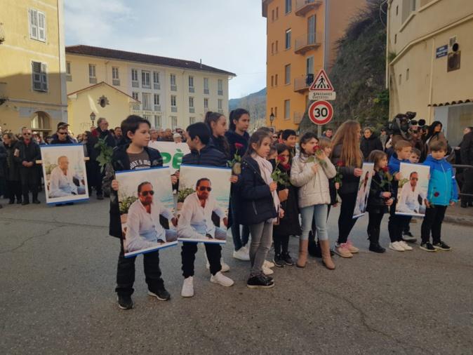 Corte. Plusieurs milliers de personnes défilent en hommage à Barthélémy Casanova