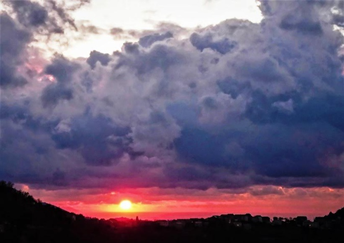 Lever de soleil sur la Tyrrhénienne.(Geneviève Biancardini)
