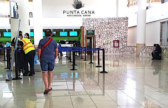L'aéroport de Punta Cana lundi soir