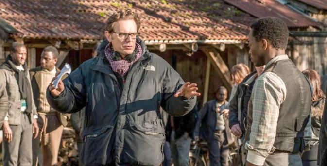 Gabriel Le Bomin dirige Marc Zinga dans Nos Patriotes ©Vertigo