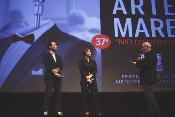 Le producteur Paul-Dominique Vacharasinthu et Mounia Meddour, venus accompagner le film Papicha en compétition, présenté par Denis Parent - ©Elisa Timotei