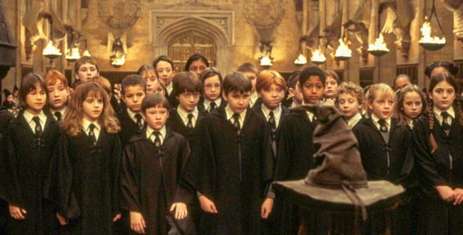 On ne respecte pas vraiment les gestes barrières dans le royaume d'Harry Potter ! © Warner