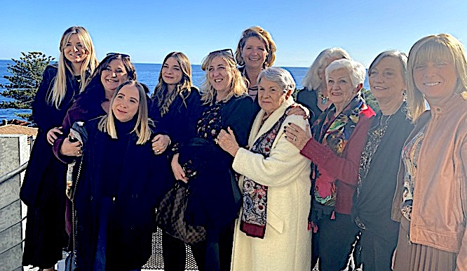 Catherine Riera en compagnie des bénévoles de La Marie Do lors d'un récent passage à San Martino di Lota