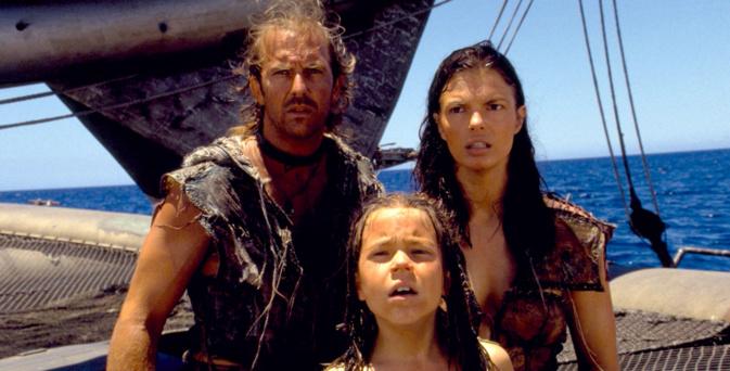 Kevin Costner confiné en famille sur son bateau © Universal