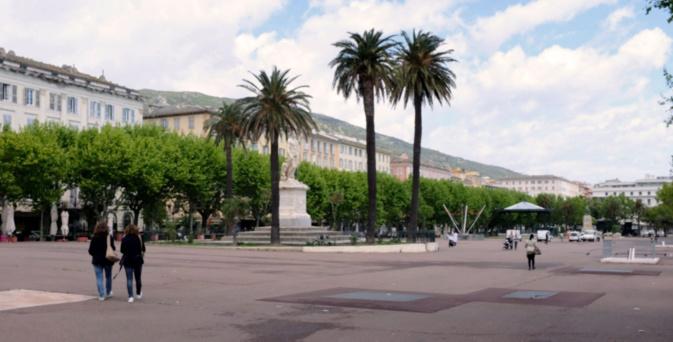 La Place Saint Nicolas se remplit peu à peu après 2 mois de confinement