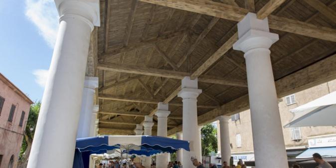Un espace dédié aux producteurs balanins sous le marché couvert de Lisula