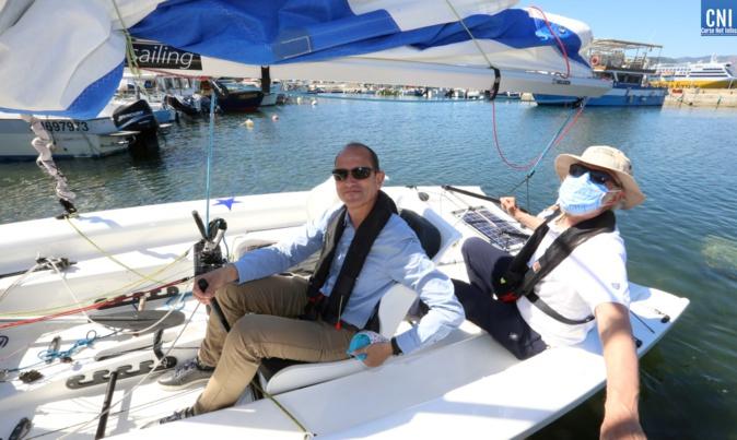 Le préfet Franck Robine s'est essayé à la navigation (Photo Michel Luccioni)