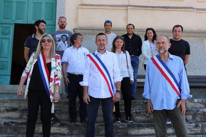 Ci-dessus autour du nouveau maire, François Croce (au centre), le conseil municipal au complet