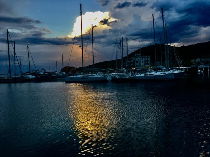 La photo du jour : le  port de Macinaggio au petit matin