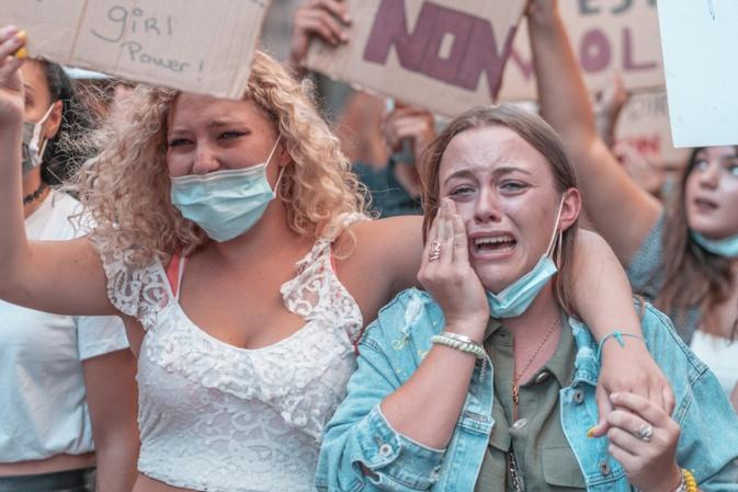 Certaines n'ont pu retenir leurs larmes et crier leur colère (Reportages photographiques Eyefinity Prod/Kevin Guizol