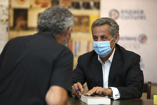 Nicolas Sarkozy en dédicace à Ajaccio pour la sortie de son nouveau livre