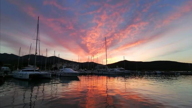 La photo du jour : quand la nuit tombe sur le port de Macinaggio