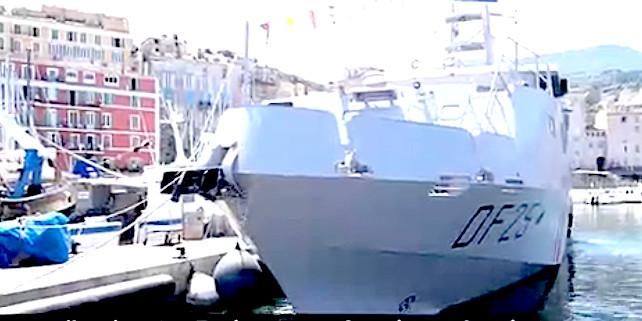 La vedette des Douanes en rade au Vieux-Port de Bastia
