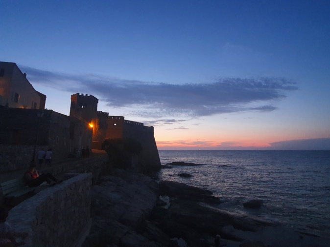 La photo du jour : coucher de soleil sur le château d'Algajola