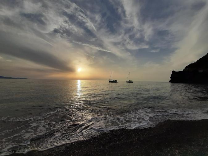 La photo du jour : coucher de soleil à la marine de Negru