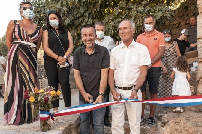 Le ruban coupé par le maire actuel Francescu Croce et le Maire honoraire Rodolphe Santelli (Photos Etefinity Prod/Kevin Guizol)
