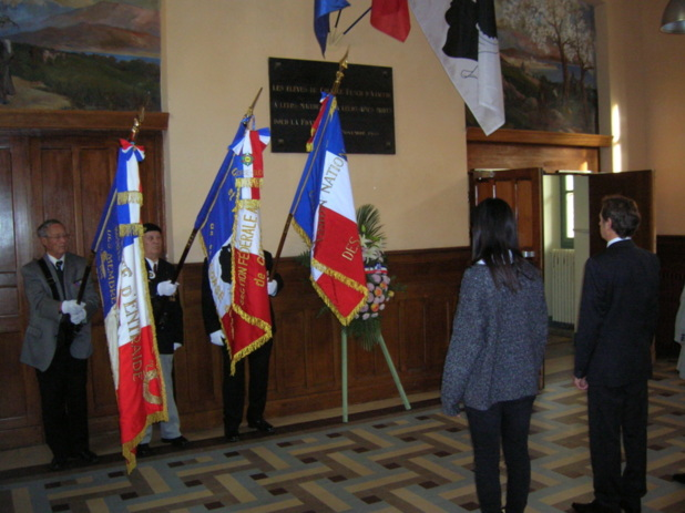 C'est au cours d'une émouvante cérémonie au lycée Fesch, que 2 élèves de terminale, Marine Massei et Andréa Colonna, ont rendu hommage au soldat Charles Guinant, en lisant une lettre rédigée le 18 mars 1916 à sa femme. (Photo: Yannis Christophe Garcia)
