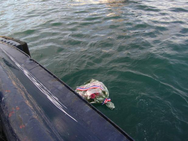 Après la bénédiction par l'Evêque de Corse, une gerbe a été mise à la mer en hommage aux soldats morts pour la patrie en 1914/1918. (Photo: Yannis Christophe Garcia)