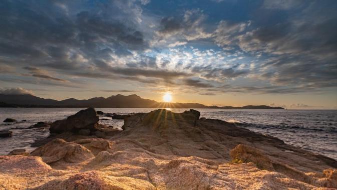 La photo du jour : soleil couchant sur la baie de Calvi