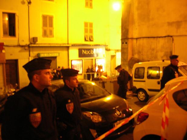 Un important périmètre de sécurité a été déployé par les fonctionnaires de la sécurité publique d'Ajaccio, de la Police judiciaire et les CRS. (Photo: Yannis Christophe Garcia)