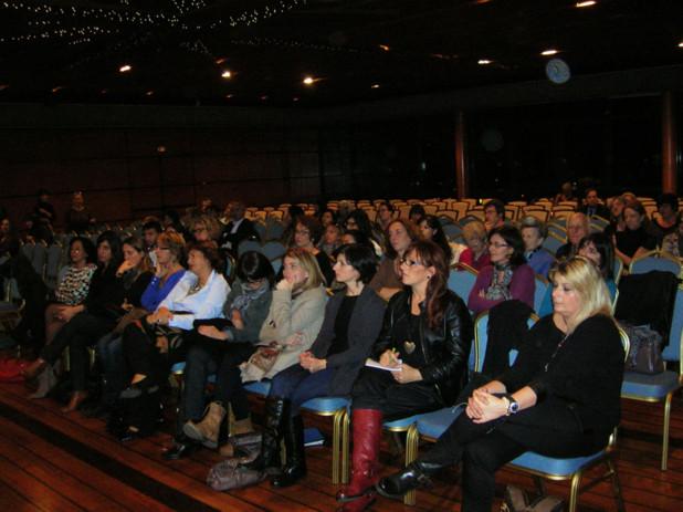 Le public d'âge divers, a assisté à la conférence avant de prendre part au mini débat qui a suivi. (Photo: Yannis Christophe Garcia)