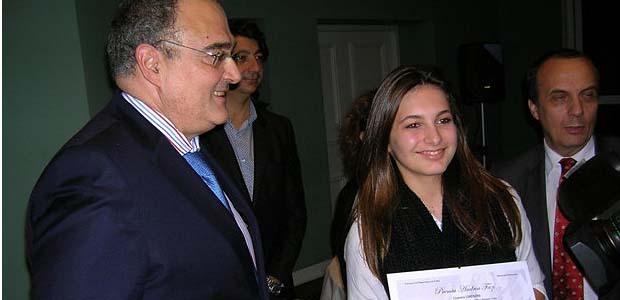 Le président Paul Giacobbi a remis le prix Andria Fazi 2012 aux 4 jeunes lauréats (à l'image ici de Lisandra Lorenzini) lors d'une réception organisée jeudi soir dans les salons de la CTC. (Photo: Yannis-Christophe Garcia)